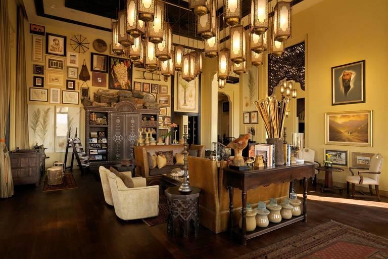 Piękna, hotelowa biblioteka (w której nie znaleźliśmy zbyt wielu książek). Źródło: Anantara Hotels.