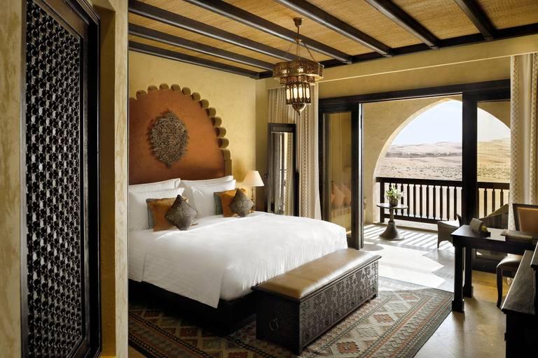 Pokój z balkonem. Źródło: Anantara Hotels.