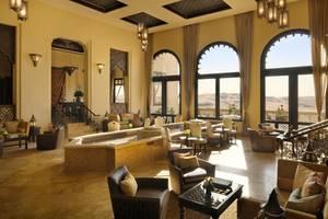 Hotelowe lobby w Qasr al Sarab