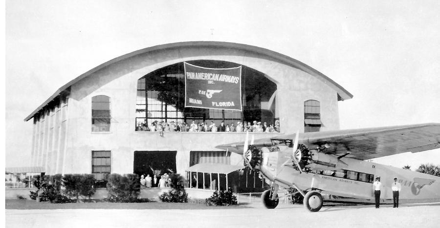 Fokker F-10 w Pan American International Airport w Miami, 1929r. Źródło: Pan Am Historical Foundation/  www.panam.org