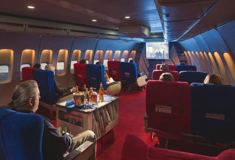 Rozrywka pokładowa - ekran z filmami w replice Boeinga 747 Jumbo Jet linii Pan Am. Autor: Mike Kelley/ www.mpkelley.com