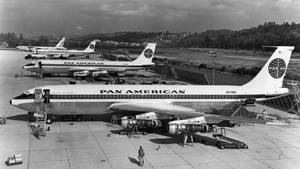 Boeingi 707 linii Pan Am, czekające na dostawę.