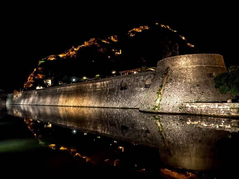 Mury miejskie i fortyfikacje ponad Kotorem. Autor: Krzysztof Zapletal