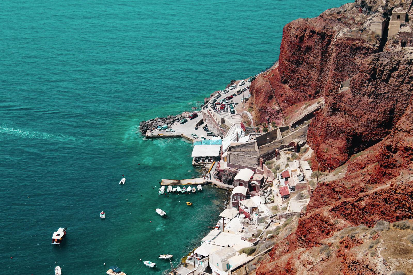 Zatoka Amoudi poniżej Oia, Santorini