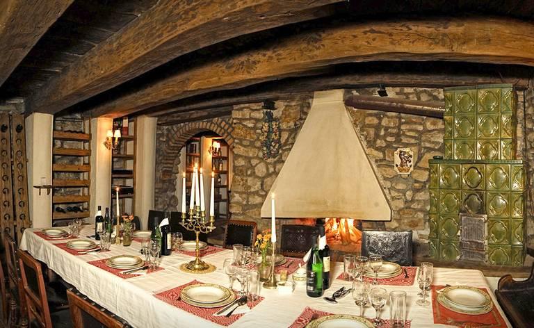 Winna piwnica, w której serwowane są kolacje. Źródło: http://guest.transylvaniancastle.com/