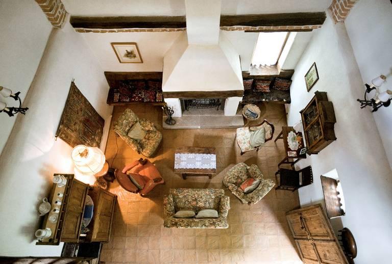 Salon urządzony w dawnej stajni. Zalanpatak. Źródło: zalan.transylvaniancastle.com