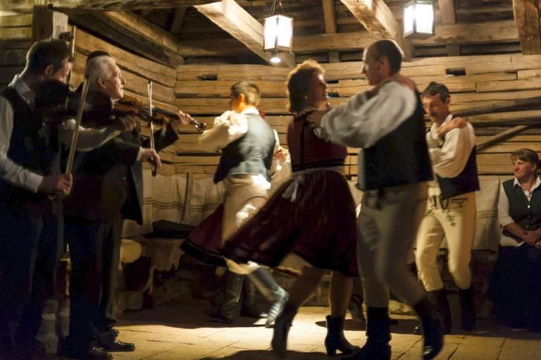 Tradycja w Zalanpatak. Źródło: zalan.transylvaniancastle.com