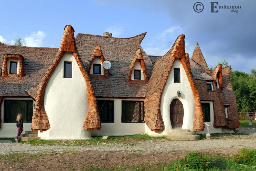 Bajkowy domek Castelul de Lut (Valea Zalenor)