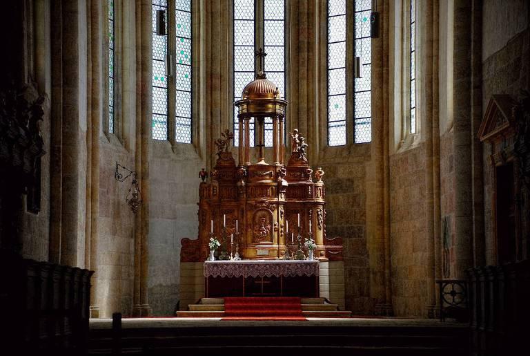 Ołtarz w katedrze Św. Michała. Remus Pereni/ flickr, CC BY 2.0