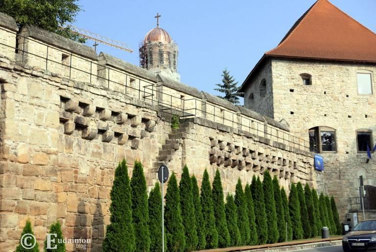 Pozostałości murów obronnych i wieża © Eudaimon blog