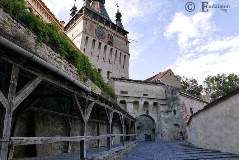 Brama główna i Wieża Zegarowa (powyżej) © Eudaimon blog