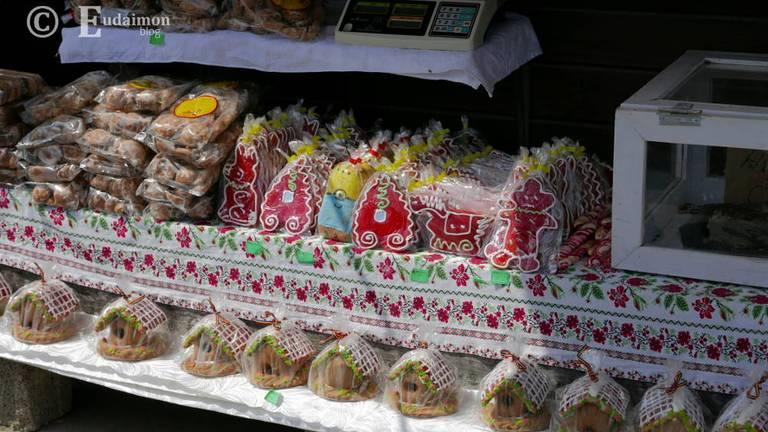 Przy wejściu rozstawione są liczne stragany ze słodyczami, pamiątkami, kosmetykami z soli. © Eudaimon blog