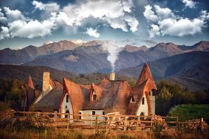 Bajkowy domek Castelul de Lut (Valea Zalenor). Źródło zdjęcia: www.facebook.com/casteluldelut/